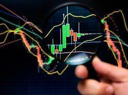 Magnifier and graph, basic tools of technical analysis on the stock market.